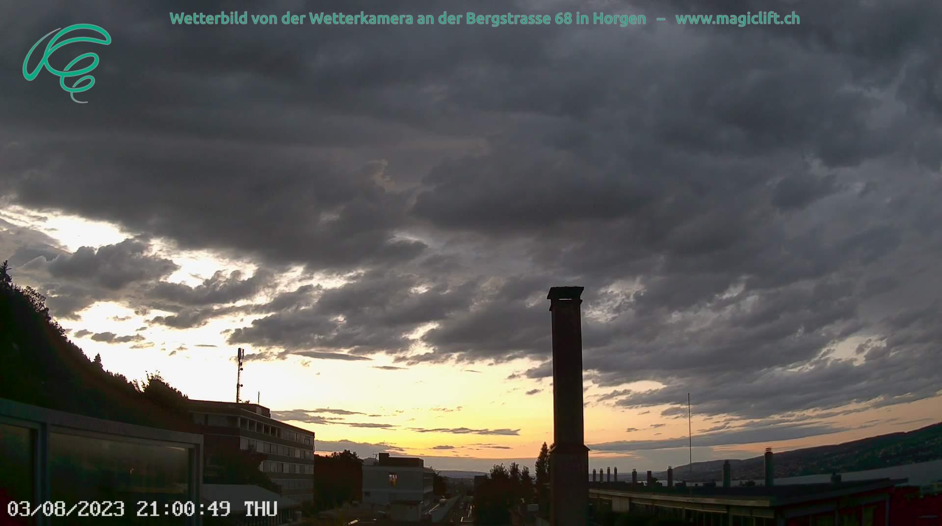 Die Webcam zeigt zum Bisenstartplatz Frohe Aussicht in Oberrieden und den Himmel von Horgen in Blickrichtung Zürich
