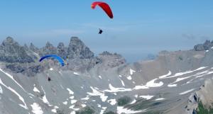 Höhenflüge im Sommer versprechen vor allem im hochalpinen Gebiet viel Thermik. Zu zweit ist es einfacher, Thermik zu finden.