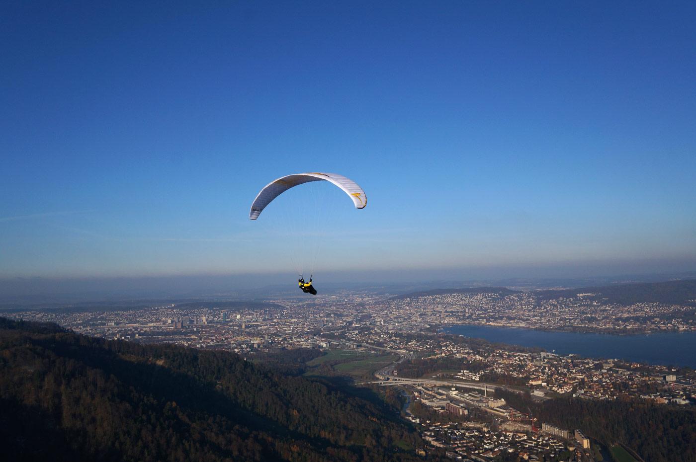 Bisensoaring am Zürcher Hausberg. Man muss nicht in die Alpen zum Gleitschirmfliegen.